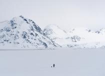 Kulusuk Greenland - waiting for the hunter's return (9797)-klein